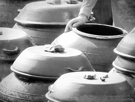 1975年,韓國曾發生過一起慘無人道的分屍案,兇手變態的作案手法令人毛骨悚然,因為他將屍體切塊後,醃入了泡菜甕